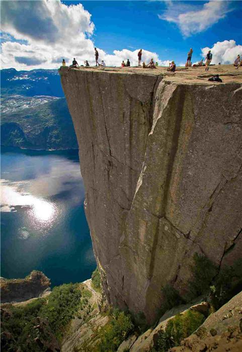 挪威布道岩